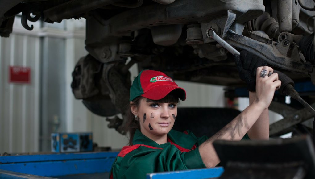 servis, žena, auto