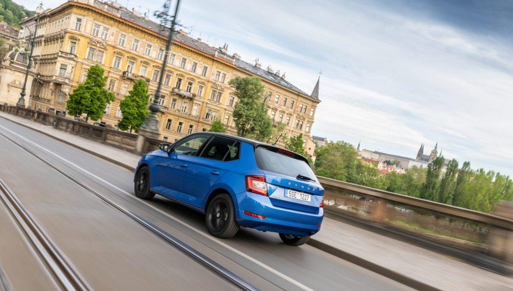 Škoda Fabia modré auto Praha