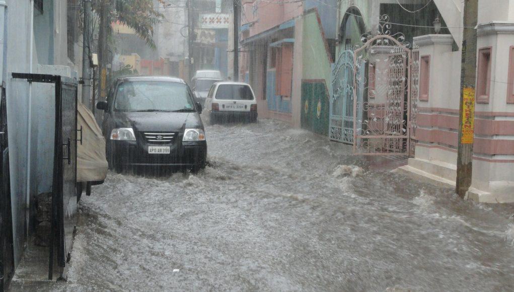 auto, voda, záplavy